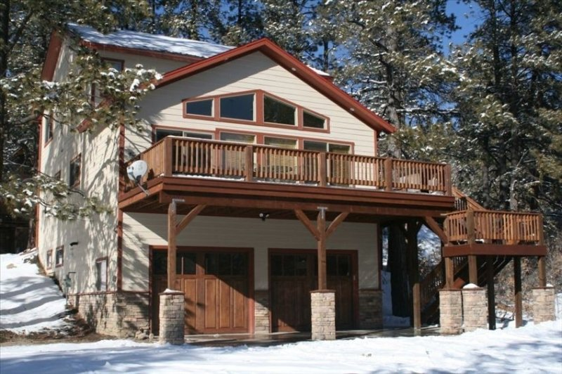 Beautiful, spacious home! Ideal location! Hot Tub! Great views!, alquiler de vacaciones en Pagosa Springs