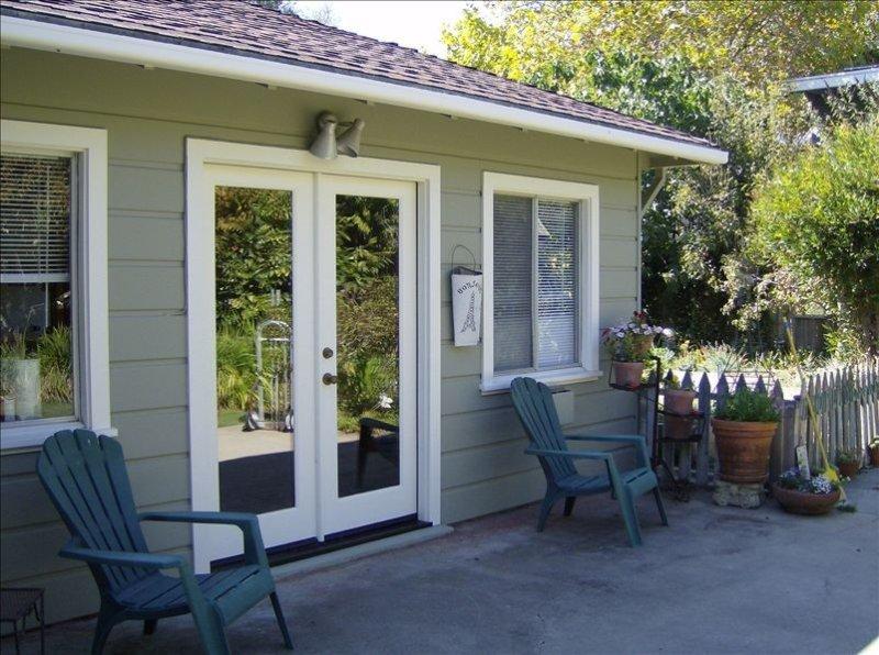 Opal Cliff Drive Cottage- with Private Beach Access, location de vacances à Soquel