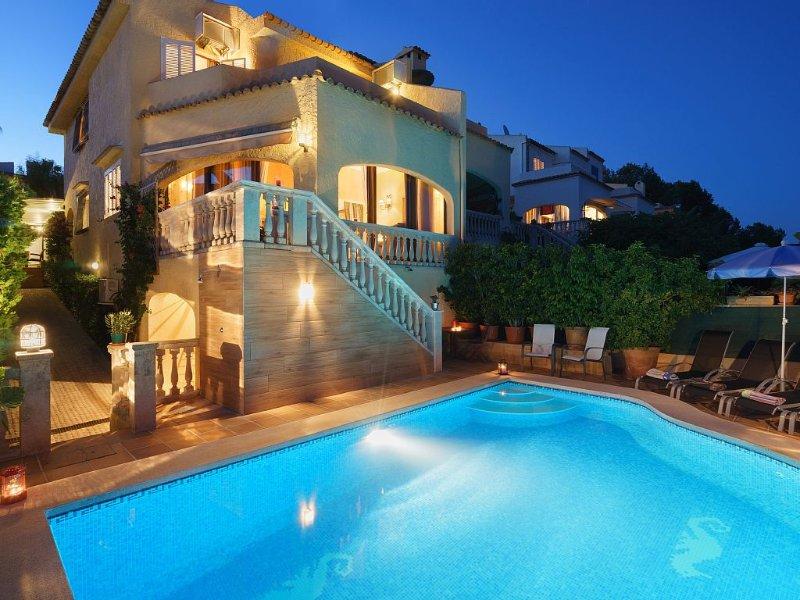 Family Holiday villa with private pool in front the sea in Alcudia, Aucanada, location de vacances à Alcudia