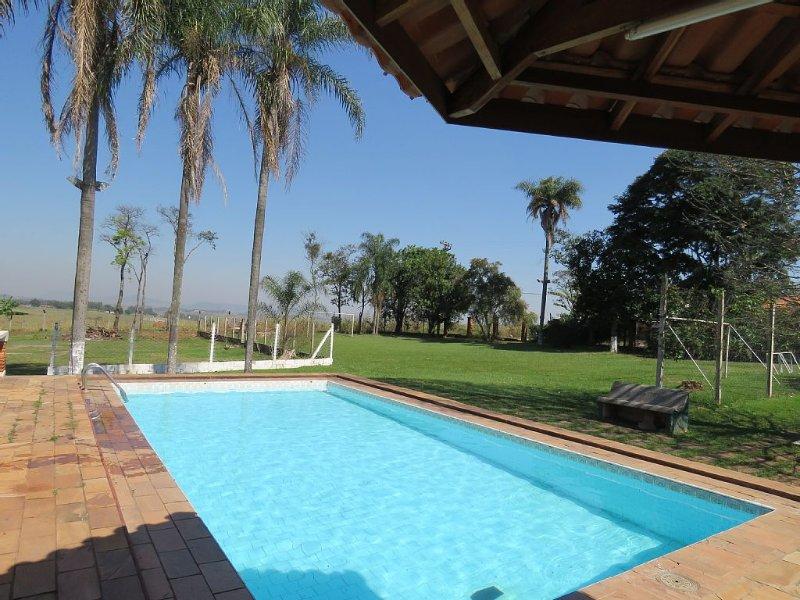 Piscina Aquecida,casa climatizada ótima localização, sauna a vapor, área verde.., holiday rental in Sao Pedro