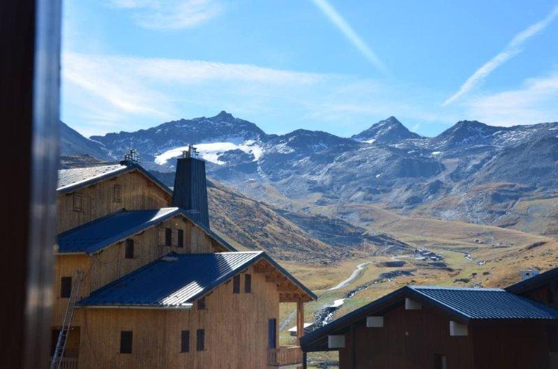 'RENOVE en 2019' VAL THORENS DUPLEX familial dernier étage skis aux pieds balcon, holiday rental in Saint-Martin-de-Belleville