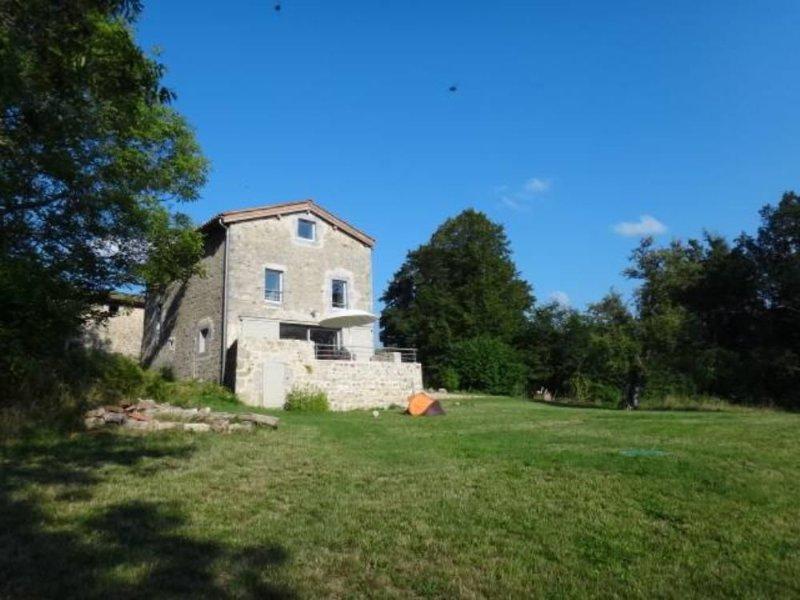 Maison écologique dans un environnement préservé, vacation rental in Thiers City
