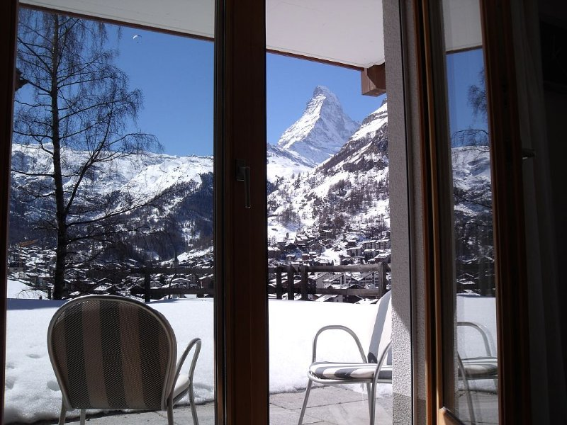 Superior 4****Apt, direct access, no steps, great views, quiet area, fast WiFi, location de vacances à Valais