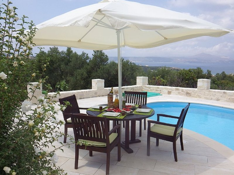 2-bed/bath villa, gorgeous sea views, private pool, close to Almyrida beach, holiday rental in Aspro