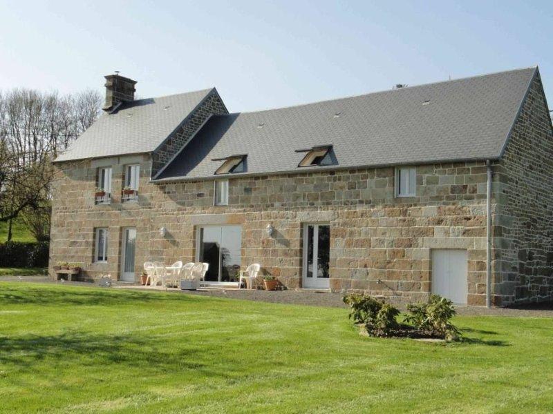 Demeure de caractère rénovée,lumineuse,avec  jardin clos - Agrée Gîte de France, holiday rental in Sourdeval