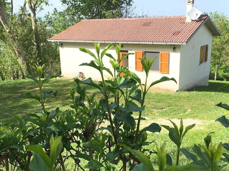 Casa isolata in montagna con giardino, holiday rental in Montefortino