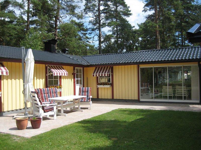 Härlig stuga i Juleboda, alldeles nära havet med underbar sandstrand, holiday rental in Lovestad