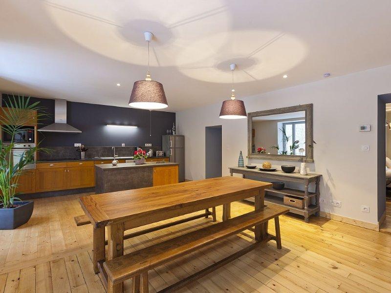 Large House in Poligny, Jura - 4 Star Luxury Accommodation Sleeps 8, location de vacances à Hautes-Alpes