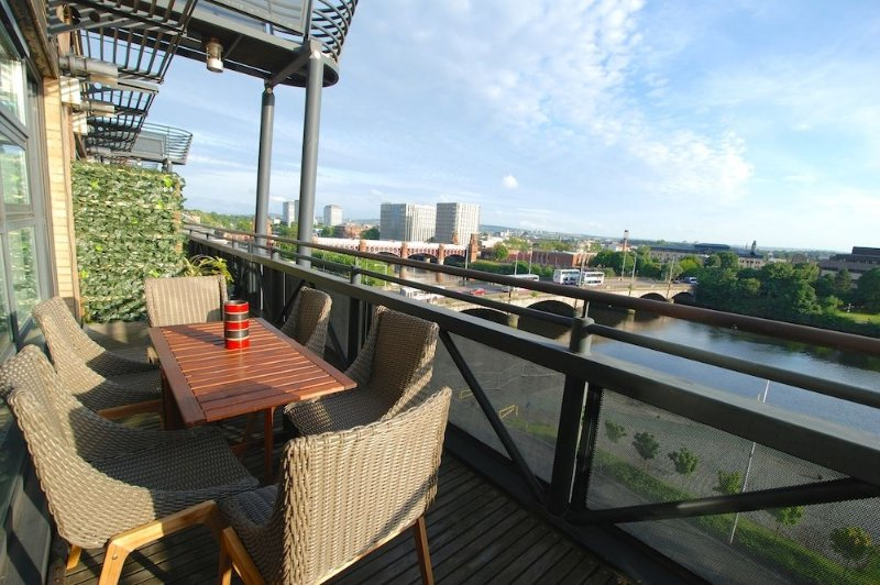 Executive Standard Penthouse Duplex in Glasgow City Centre, Incredible Views, vakantiewoning in Glasgow