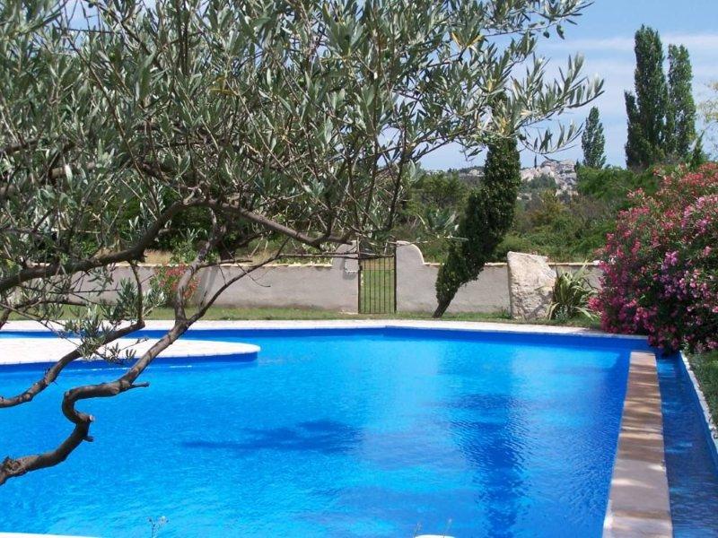 Grande maison au calme, au Baux de Provence dans le Parc Naturel des Alpilles, holiday rental in Les Baux de Provence
