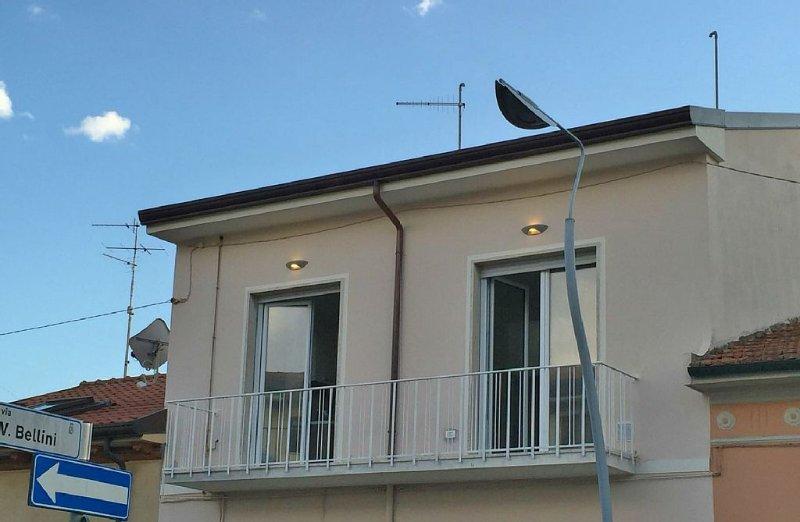 Appartamento a due passi dal mare, completamente ristutturato, Lido di Camaiore, holiday rental in Lido Di Camaiore