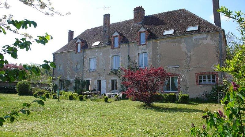 Maison gîte avec jardin à louer près de la Loire., casa vacanza a Chatillon-Coligny