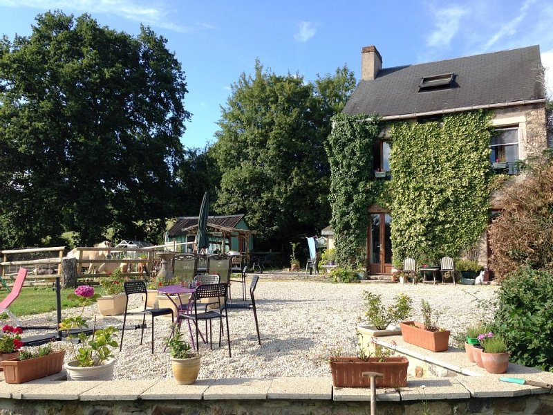 Modernised Stone Cottage in Beautiful Suisse Normande, vacation rental in La Villette