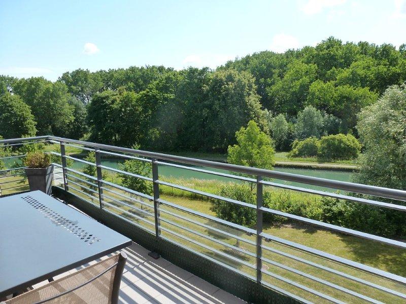 Appartement 4* de 100 m2 très lumineux avec vue exceptionnelle proche Strasbourg, vacation rental in Strasbourg