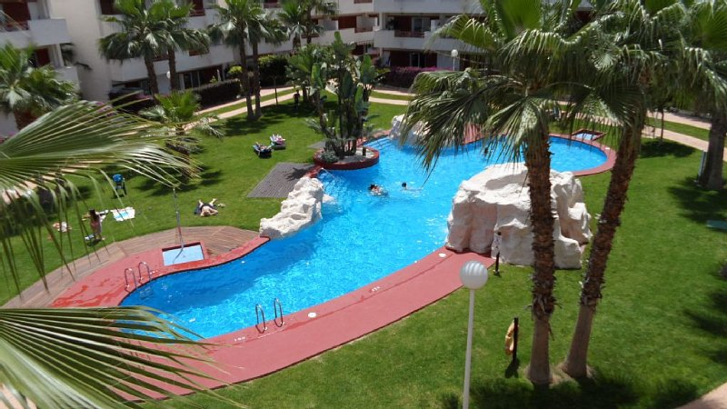 Lovely sunny well equipped 2 bedroom apartment overlooking pool, wi fi included, alquiler vacacional en Playa Flamenca