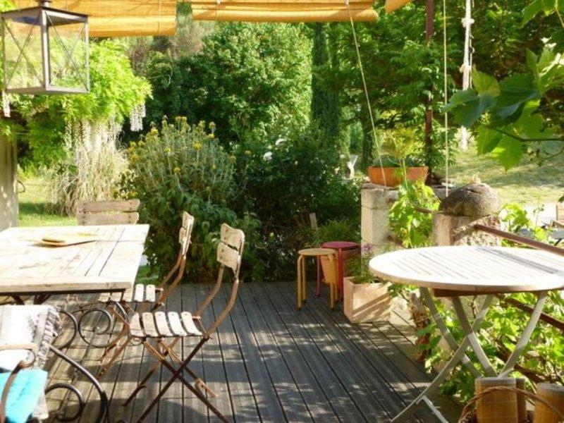 Jolie maision anciène entièrement rénovée avec jardin de 4500 m2 et fôret, Ferienwohnung in Roche-Saint-Secret-Beconne
