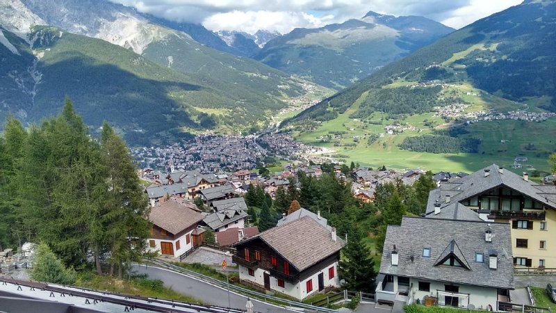 Oga: Tranquillo appartamento a due passi da Bormio, in residence,, holiday rental in Valdisotto