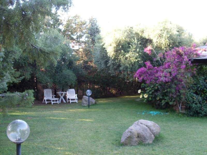 Rilassantissimo villino con ampio giardino, 300 m.dal mare, con amache e bici., location de vacances à Cala Sinzias