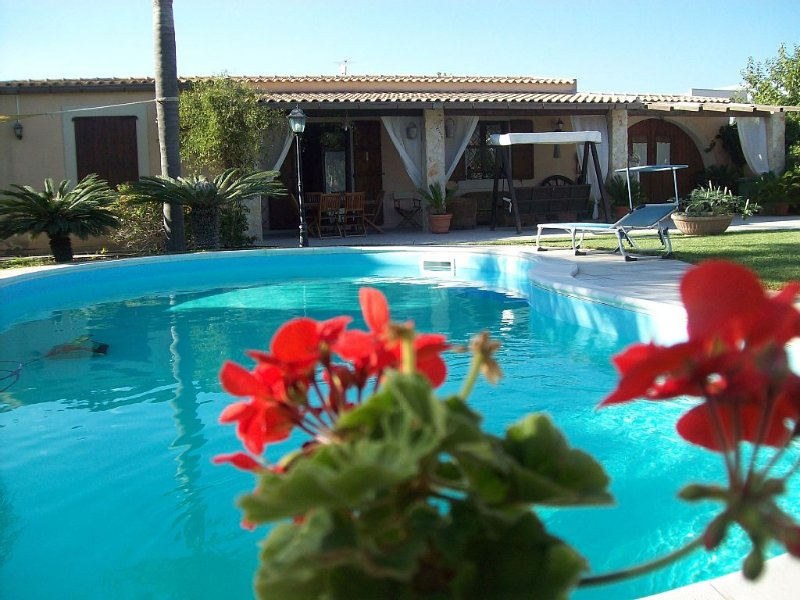 VILLA BIFAMILIARE WITH PRIVATE POOL AND SEA, holiday rental in Reitani
