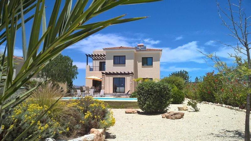 Anita's Place, Stunning Villa with Private Pool, alquiler vacacional en Kouklia