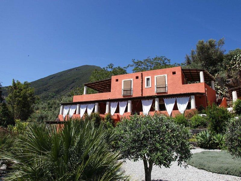 Malfa: Residence Salina - Appartamento di charme a Malfa, casa vacanza a Filicudi