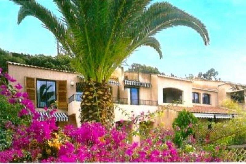 appartement maison dans résidence a deux pas de la mer, location de vacances à Cargese