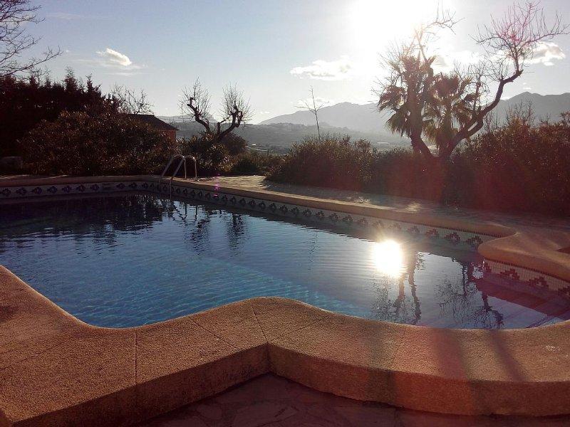 Casa de campo perfecta entre Calpe y Moraira, para 9 personas., Ferienwohnung in Canor
