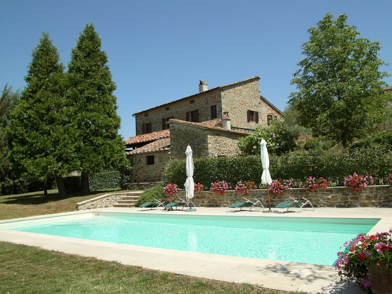 Beautiful Tuscan Villa with large garden and ample outside space, vacation rental in Badia Tedalda