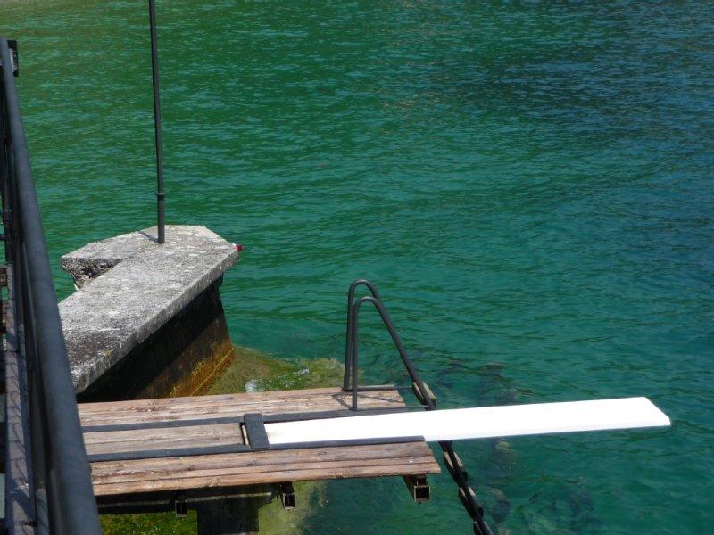 Casa indipendente, giardino, accesso a lago privato, pontile 'pieds dans l'eau', holiday rental in Lake Garda