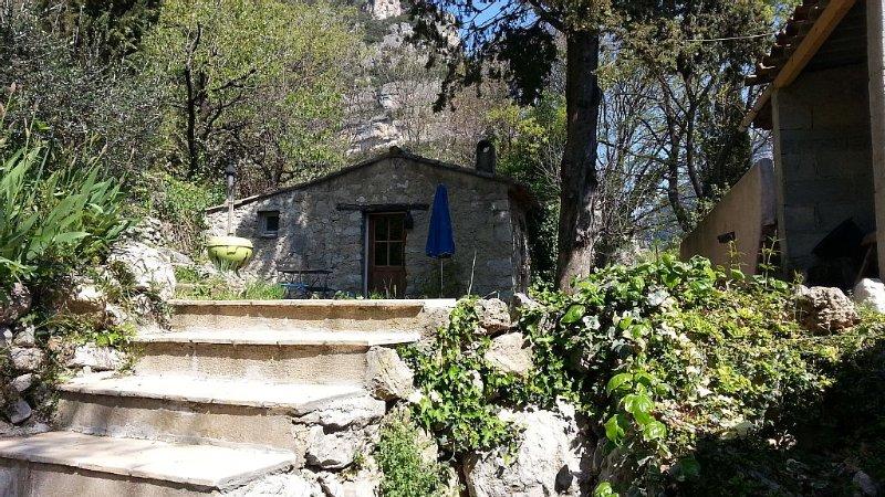 authentique bergerie tout confort en harmonie avec la nature, location de vacances à Alpes Maritimes