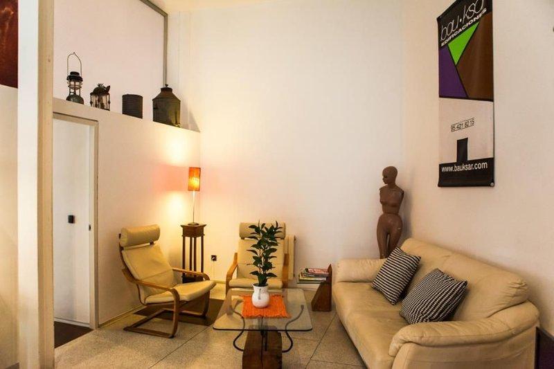 Apartamento con  Piscina y Patio privado. Centro Ciudad, holiday rental in La Campana