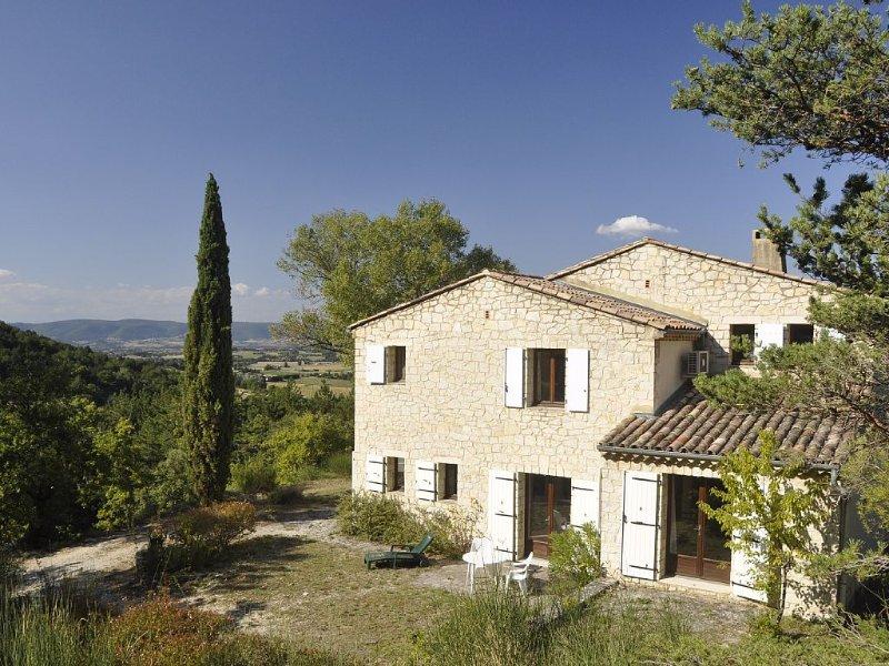 Maison provençale en pleine nature avec vue superbe sur la vallée grande piscine, vacation rental in Pont-de-Barret