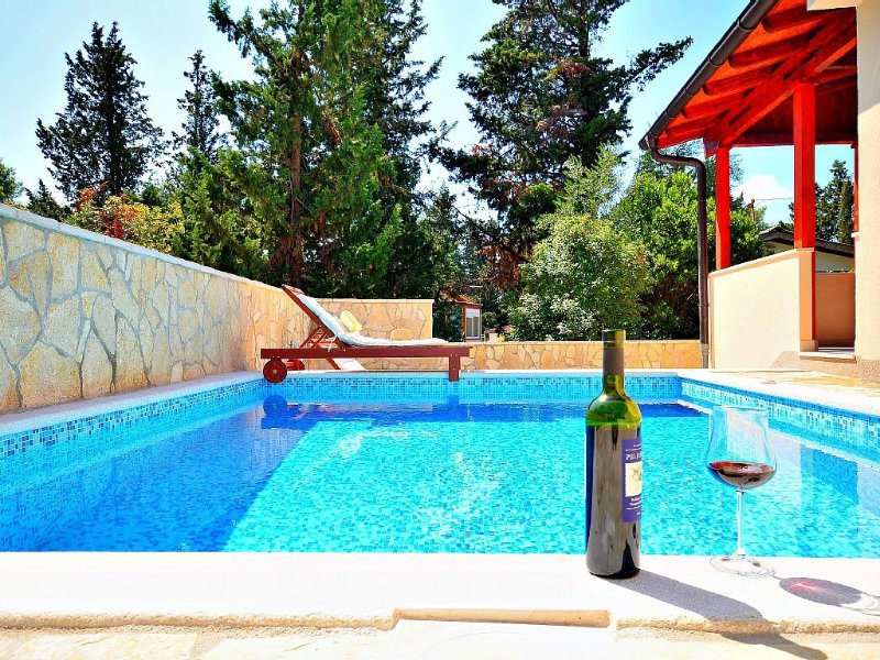 Family friendly villa with swimming pool 3 minutes from sea&center•transfer – semesterbostad i Hvar Island
