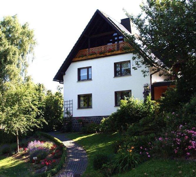 Helle, geräumige Wohnung mit Blick ins Grüne im Ortskern von Breitscheidt, Nähe, alquiler de vacaciones en Bettingen