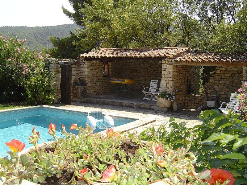 La Gardiole - gite avec piscine à Bonnieux, holiday rental in Bonnieux en Provence