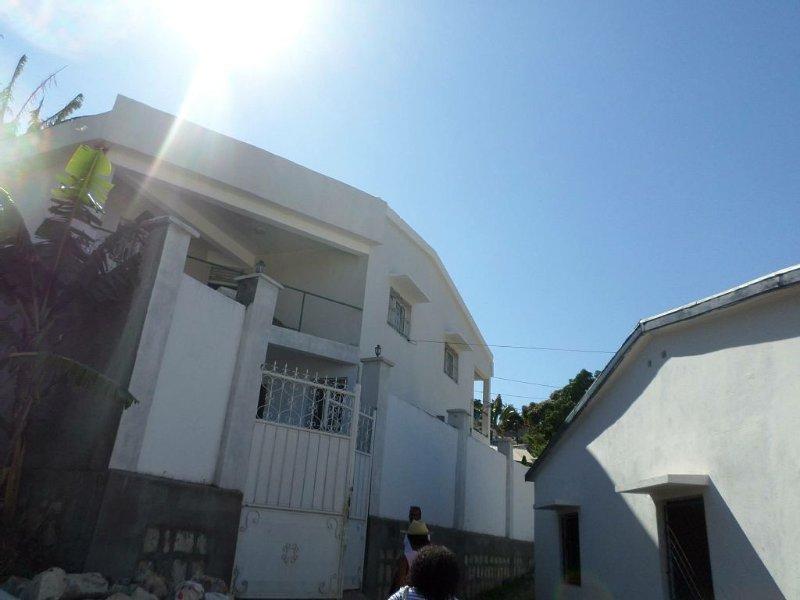Superbe maison de vacance 3 chambres proche du bord de la mer de Majunga, location de vacances à Mahajanga Province