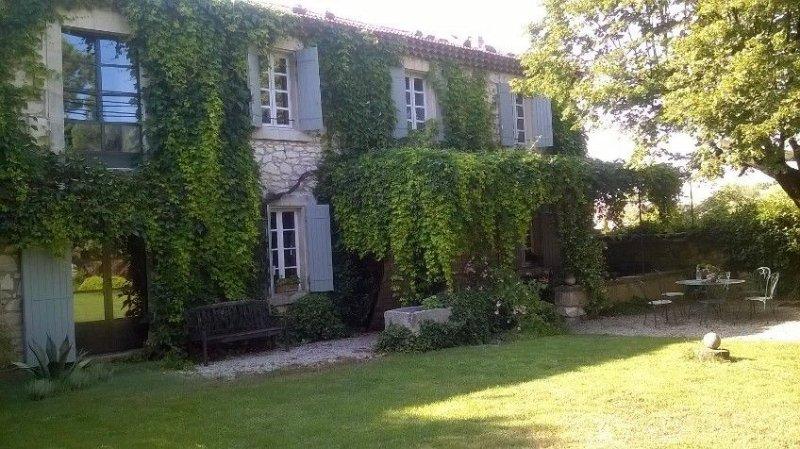 AUTHENTIQUE MAS  CENTRE VILLAGE - JARDIN & PISCINE PRIVES aux portes du LUBERON, casa vacanza a Pernes-les-Fontaines