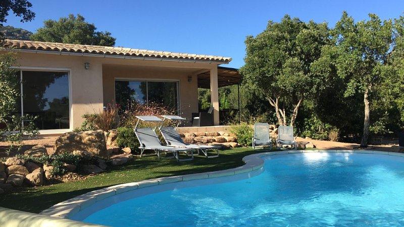 Villa sans vis à vis avec piscine privée chauffée  dans lotissement de charme, holiday rental in Levie