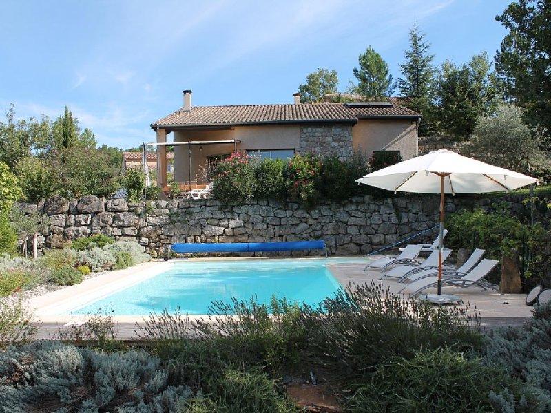 Villa tout confort avec piscine privée à St Genest de beauzon sud ardech, casa vacanza a Payzac