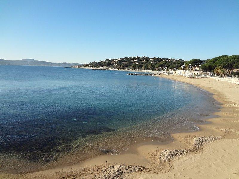 Jolie maison les pieds dans l'eau avec vue mer panoramique et piscine chauffée, holiday rental in Sainte-Maxime