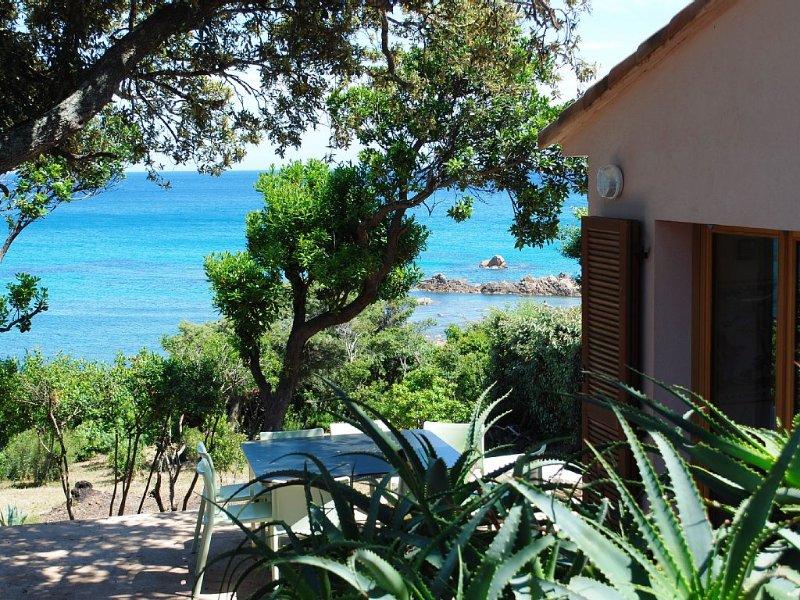 Corse du sud, bord de mer, les pieds dans l'eau, terrain arboré, 10pers!, location de vacances à Corse-du-Sud