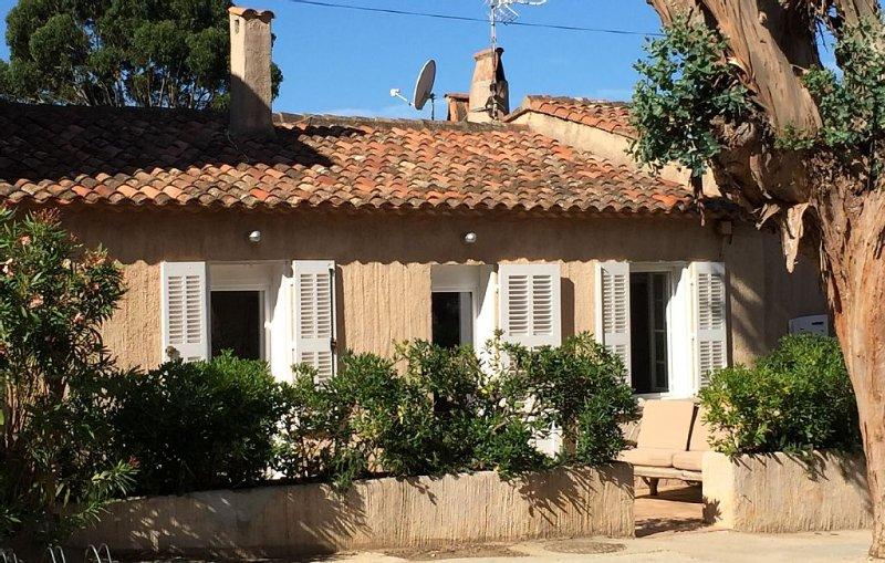 Au coeur du village,  95 m2, clim réversible, 8 pers, terrasses, jardin barbecue, location de vacances à Hyères