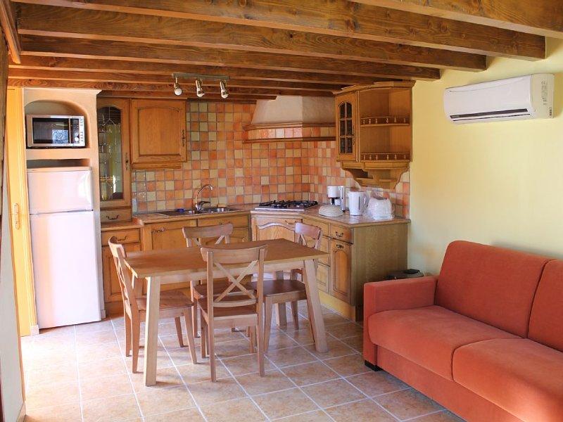 Gîte rural de 45 m2 pour 2 à 3 pers. en bordure du Parc des Volcans d'Auvergne, aluguéis de temporada em Champeix