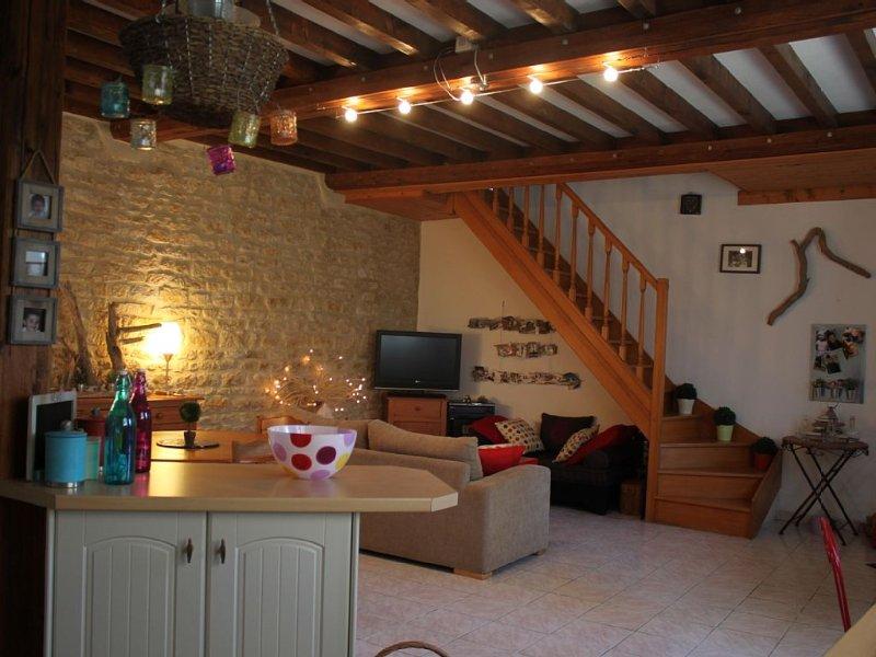 CHARMANTE MAISON EN PIERRE DE CAEN A 150 M DE LA MER/WIFI, holiday rental in Lion-sur-mer