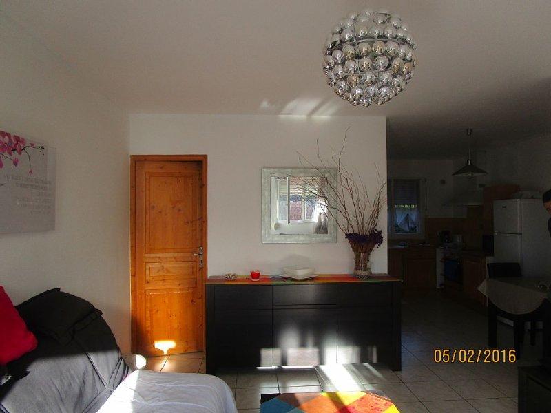 Appartement avec jardin sur propriété arboricole, alquiler vacacional en Cournonsec