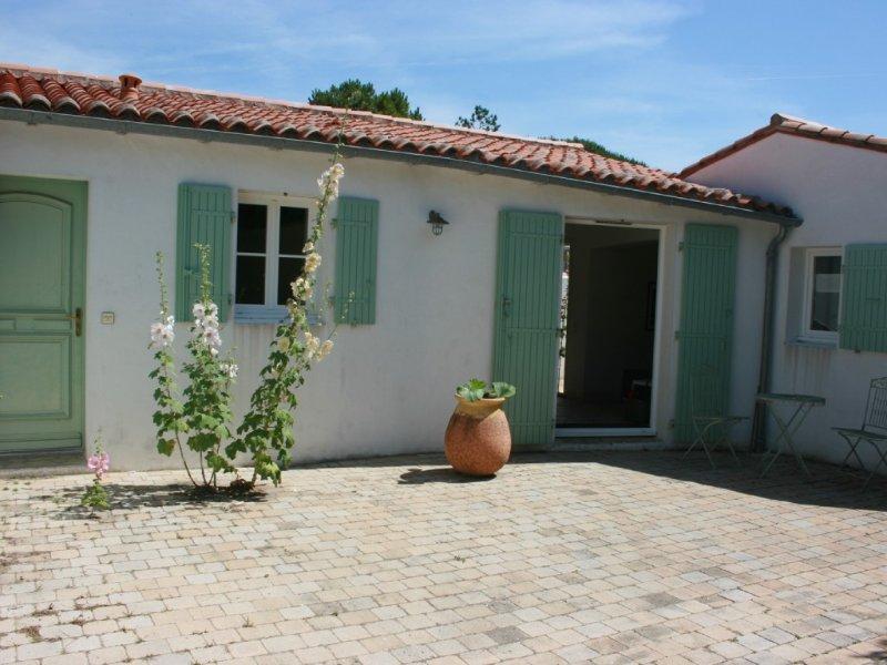MAISON RETHAISE DE CHARME A DEUX PAS DE L'OCEAN, vacation rental in Charente-Maritime