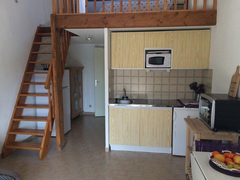 Mini-villa soignée et tout équipée, 150 mètres de la plage avec wifi gratuit, casa vacanza a Portiragnes