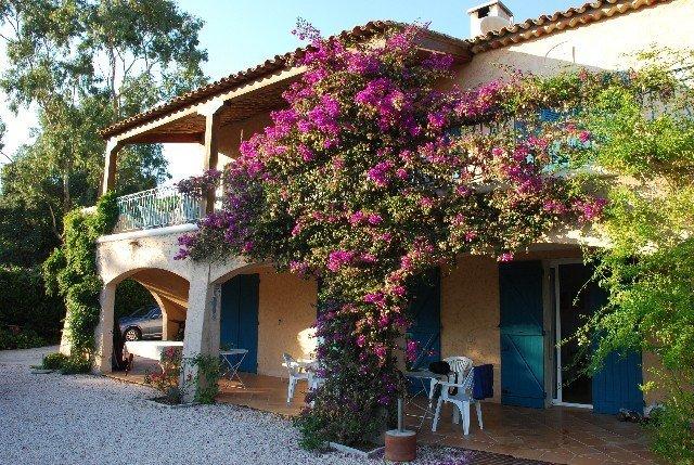 maison avec piscine privée, location de vacances à La Croix Valmer
