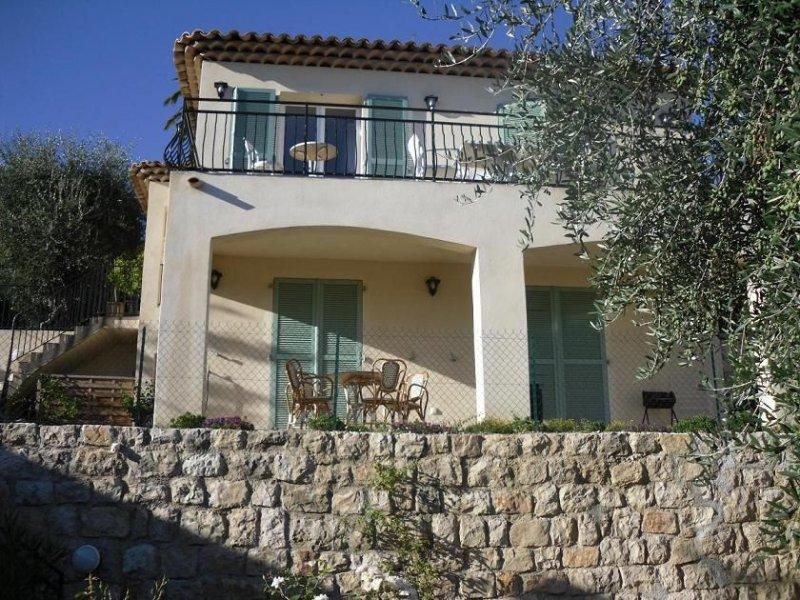 Rez de chaussée de villa pour 3 personnes, holiday rental in Grasse