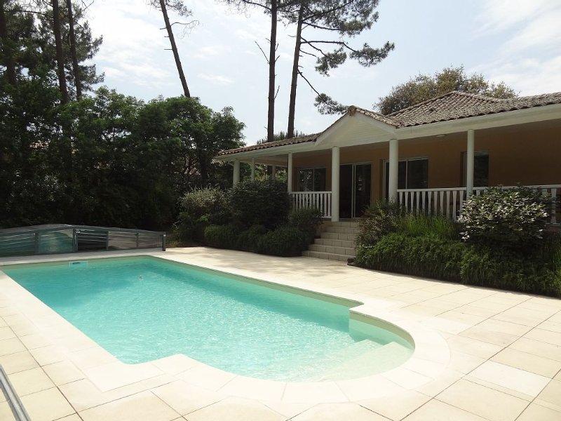 Villa Eden Parc avec piscine sur le golf, vacation rental in Lacanau